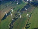 Pohled z letadla na v�trn� elektr�rny v Ostru�n�