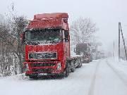 Cesty v horách jsou průjezdné, silničáři vyprošťují zapadlé kamiony
