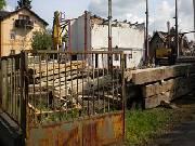 Bývalá textilka Hedva v centru Šumperku jde k zemi